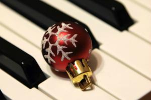 Ainsi, vous composez la liste d'écoute parfaite pour la Noël - Recharge.fr
